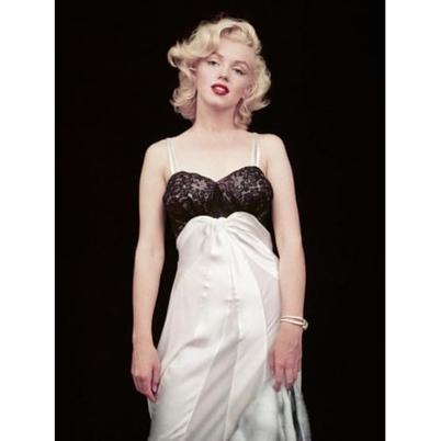 New Mags Fashion Book The Essential Marilyn Monroe